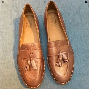 NATURALIZER AUGUST ROSE GOLD LOAFER SHOES .